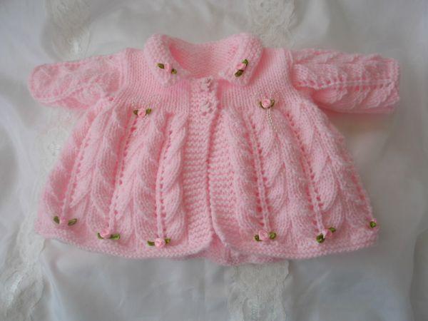 pembe güllü örgü kız bebek hırkası modeli