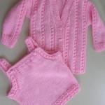 pembe hırkalı örgü bebek bluzu modeli