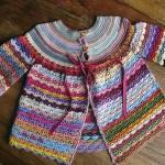 rengarenk örgü kız bebek hırkası modeli