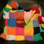 renk renk kareli düğmeli örgü çanta modeli