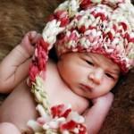 renk renk kuyruklu bebek şapka modeli
