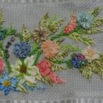 renkli çiçekli kurdela nakışı havlu modelleri