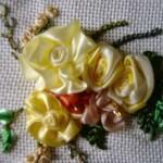 sarı çiçekli kurdela nakışı havlu örneği