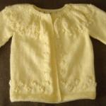 sarı örgü kız bebek hırkası modeli