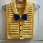 sarı kurdelalı örgü bebek yeleği örneği