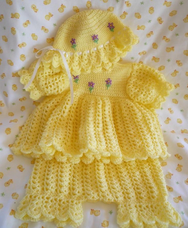sarı renkli pantalonlu şapkalı örgü bebek bluzu modeli