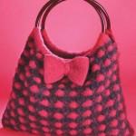 siyah kırmızı kurdeleli örgü çanta modeli