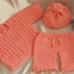 turuncu renkli şortlu örgü bebek bluzu modeli