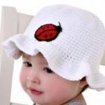 uğur böcekli beyaz bebek şapkası modeli