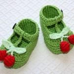 yeşil renkli kırmızı kirazlı bebek patik modeli