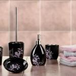 çiçek desenli siyah banyo seti modeli