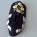 çiçek işlemeli boncuklu patik modeli