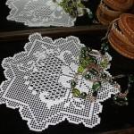 çiçek otifli yuvarlak dantel konsol örtüsü modeli