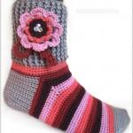 çiçekli renkli el örgüsü çorap modeli