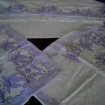 beyaz eflatun aplike yatak örtüsü modelş