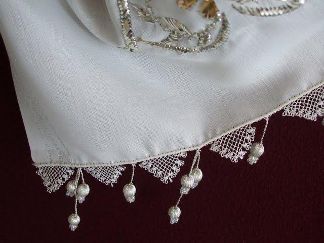 beyaz iğne oyası namaz örtüsü örneği