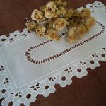 beyaz işle yapılmış konsol örtüsü modeli