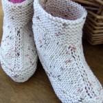 beyaz kırçıllı el örgüsü çorap modeli