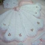 beyaz pembe güllü bebek pelerin modeli