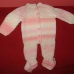 beyaz pembe işkembe örgülü bebek tulum modeli