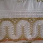 beyaz sarı simli firkete havlu kenarı örneği
