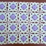 eflatun beyaz çiçek motifli dantel örneği