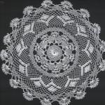 gönen iğne oyalı yuvarlak sehpa örtüsü modeli