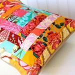 gül desenli patchwork yastık modeli