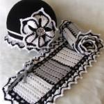 gri şapkalı örgü bebek atkısı modeli