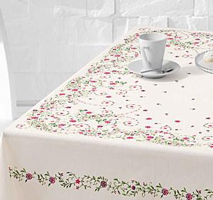 küçük çiçek desenli masa örtüsü modeli