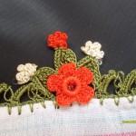 küçük çiçek desenli yazma oyası modeli