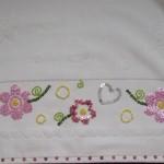 küçük çiçekli pullu havlu eknarı modeli