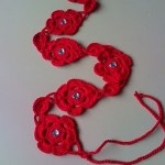 kırmızı çiçek desenli örgü kemer modeli