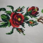 kırmızı çiçek desenli kaneviçe modeli