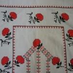 kırmızı çiçekli etamin seccade modeli