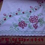 kırmızı çiçekli pullu havlu kenarı örneği