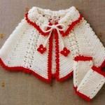 kırmızı beyaz renkli bebek pelerin modeli