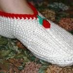 kırmızı güllü beyaz bayan patik modeli