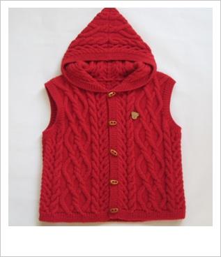 kırmızı kapşonlu örgü yelek modeli
