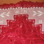 kırmızı kumaşlı kenarı dantel seccade modeli