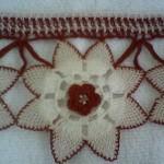 kırmızı motifli havlu kenarı modeli