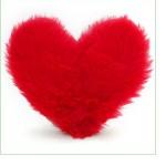 kırmızı peluş kalpli yastık modeli