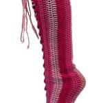 kırmızı uzun el örgüsü çorap modeli