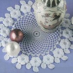 kabarık çiçek motifli komidin danteli örneği