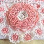 kabarık gül motifli dantel havlu kenarı örneği