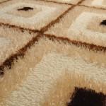 kahverengi kare desenli shaggy halı modeli
