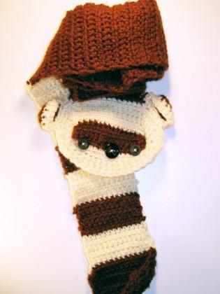 Atkı modelleri kahverengi krem sincap desenli örgü bebek atkısı