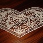 kalp desenli dantel anglez örtü modeli