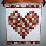 kalp desenli kırmızı patchwork perde modeli