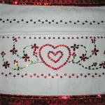 kalp desenli pullu havlu kenarı örneği